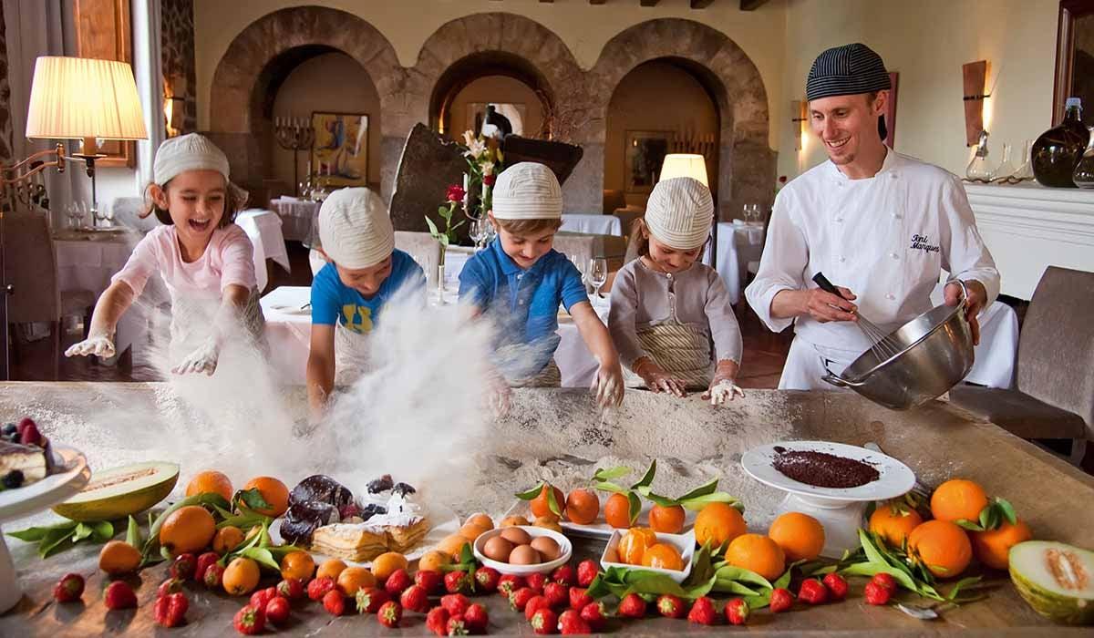 belmond-la-residencia-cooking-family-1200
